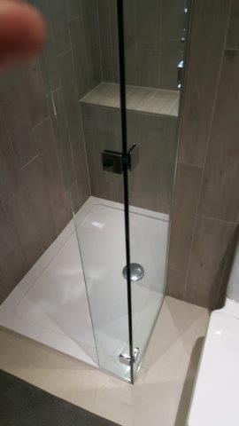 bathroom glass splash back