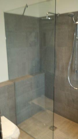 Frameless shower glass Norwood