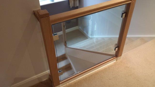 glass balustrade fitter